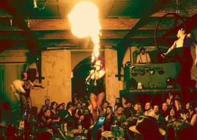 Photo-Empire-Bordeaux-Restaurant-Bar-Cocktail-Finger-Food_Animation-Cirque-Danseuses-Cracheur-Feu.jpg