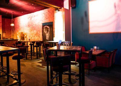 Empire-Bordeaux-Interieur-Salle-Bar-Tables-Hautes